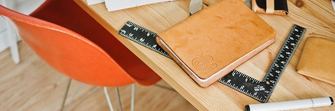Stół z narzędziami do projektowania