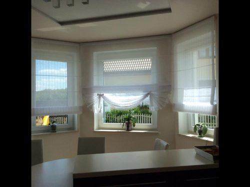 rolety w wykuszu okiennym
